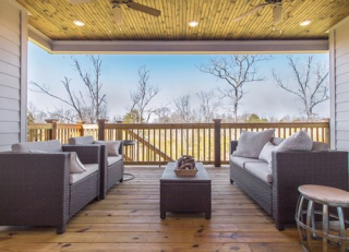 Paranhomes_extends_living_spaces_outdoors_with_spacious_decks_for_entertaining_and_relaxing_-_paran_homes